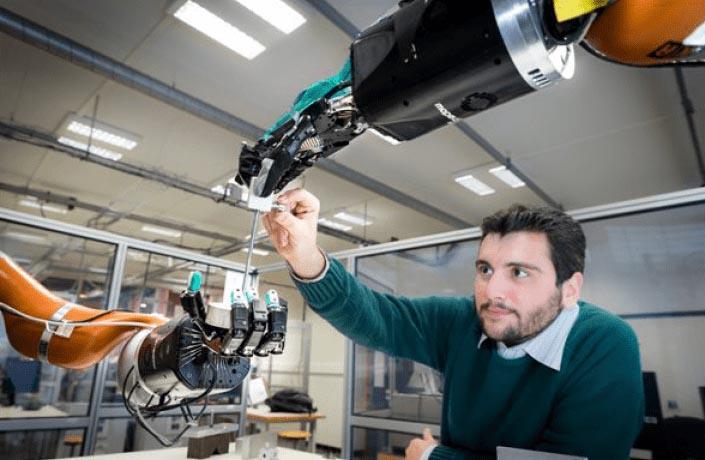 Juan-main-robot.jpg