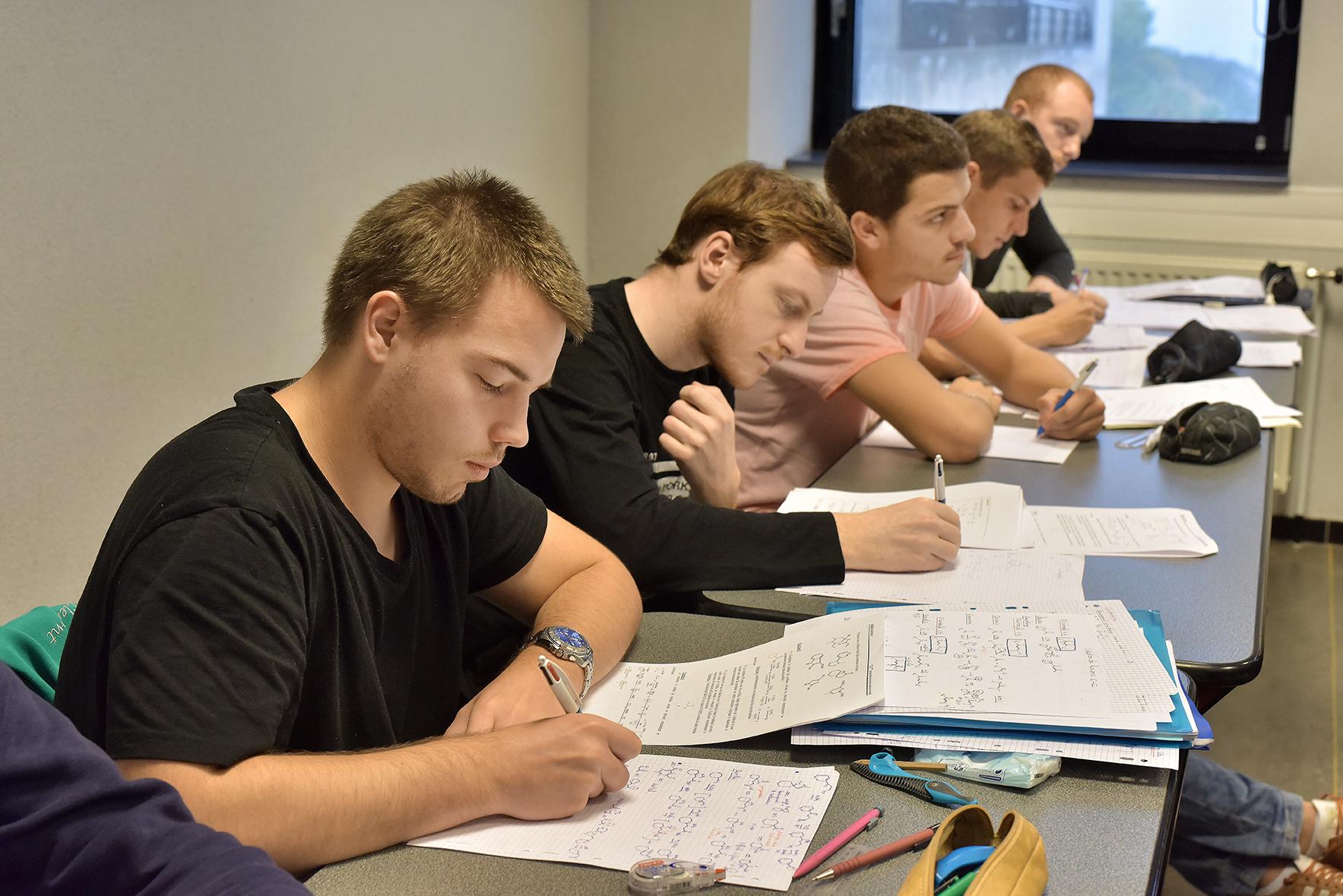 eleves ingeniur chimie cours  (35).JPG